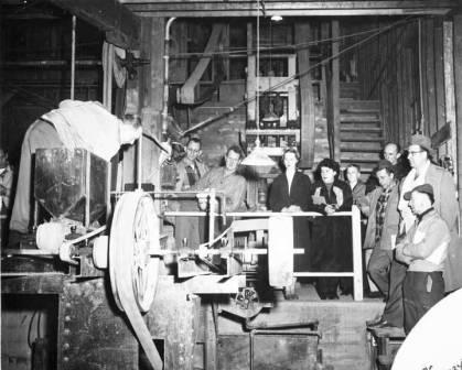 photo of Earl Beistline teaching a mining class.