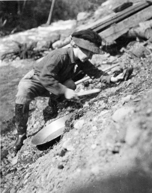 Van Campen testing placer gold deposit on Cooper Creek