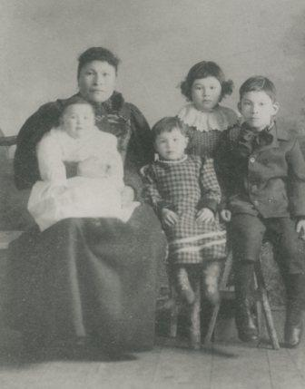Photo Kate McQuesten with four of her children.